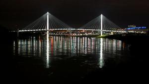 Threat to migrating birds puts spotlight on Bob Kerrey bridge