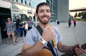 Omaha 'American Idol' hopefuls get ready ... and wait in line