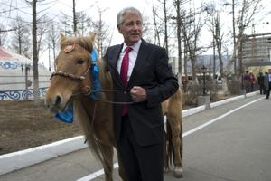 Hagel gives his 'truly handsome' gift, a Mongolian horse, Nebraska flavor