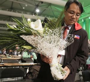 Typhoon Haiyan overshadows UN climate talks