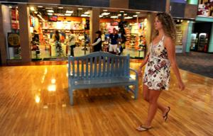 Web-savvy Gen Y still shops in stores