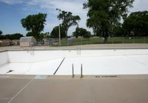 Suttle, officials break ground on South Omaha pool restoration