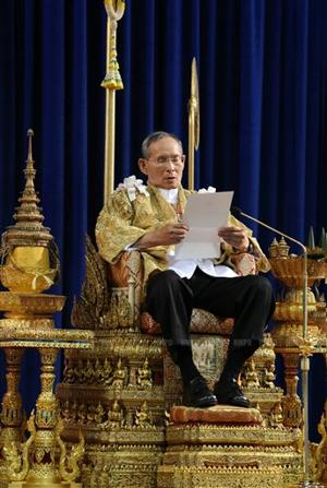 Thai king urges stability amid political violence