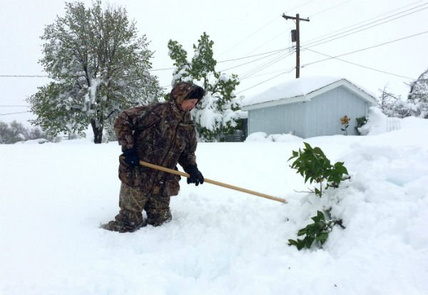 Up to 2 feet of snow hits western Nebraska; tornado causes ...