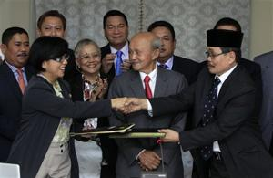 Philippines, Muslim rebels clinch peace deal