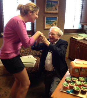 Thrilled Warren Buffett drops to a knee after getting 'Breaking Bad' birthday cupcakes