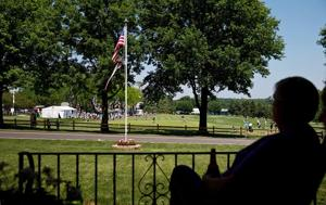 Neighbors don't mind commotion during Senior Open