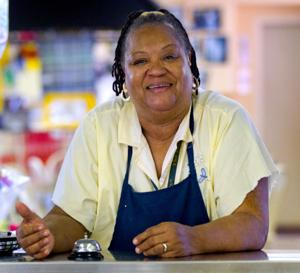 Review: Premiere of 'Big Mama's Kitchen' looks at family's funny behind-the-scenes life