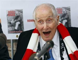 'Great Train Robber' Ronnie Biggs dies at 84