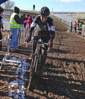 Savery does dirty work to win world title
