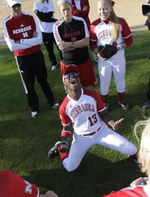 Huskers advance to Women's College World Series