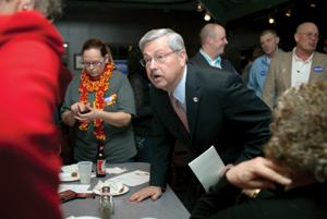 In re-election bid, Gov. Branstad points to a strengthened economy