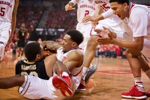 Huskers make it hard on Hammons