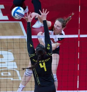 Husker sweep Ducks to reach round of 16