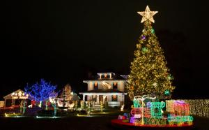 This Omahan takes vacation to decorate his home for the holidays