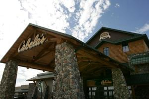 Cabela's pulls out of show after organizer drops weapons display