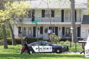 Double slaying: Piano mover saw unlocked door and gun clip