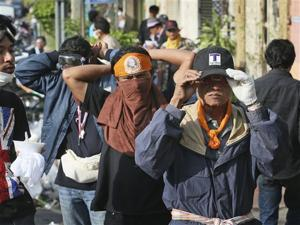 Thai protests ease as police lift key barricades
