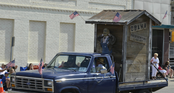 'Obama Presidential Library' float at Norfolk parade draws criticism