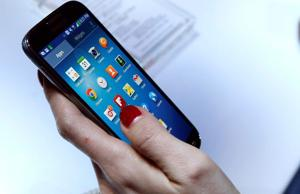 Galaxy S4 shipments delayed; redesigned $100 bill coming soon