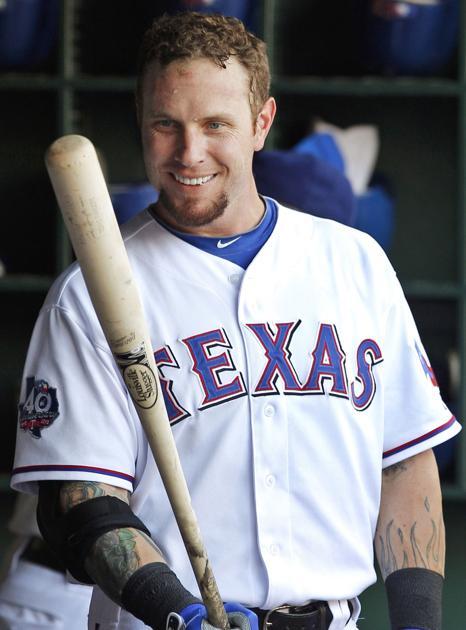 Josh Hamilton signs minor league contract with Texas ...