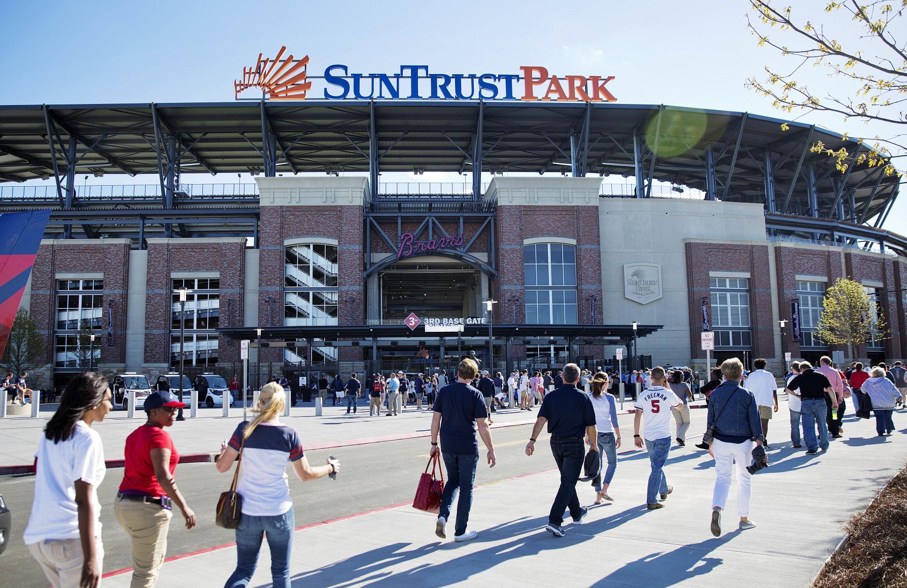 Braves beat Padres 5-2 on opening night at new stadium
