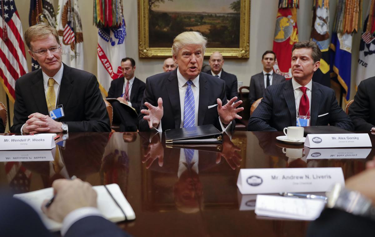 trump signs executive order freeze federal hiring