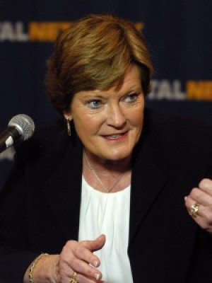 Landers wishes Summitt 'the best' in retirement, calls her 'face of women's basketball'