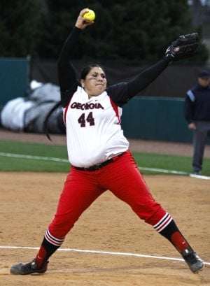 Softball gives up early lead to Tennessee, drops game 10-3 ...