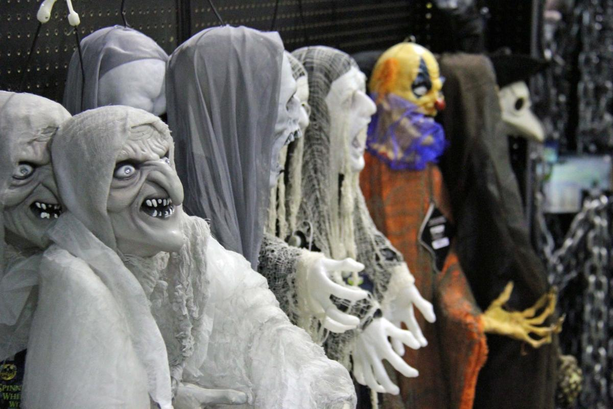 Spirit halloween provides chills for all business news for Decoration qui fait peur