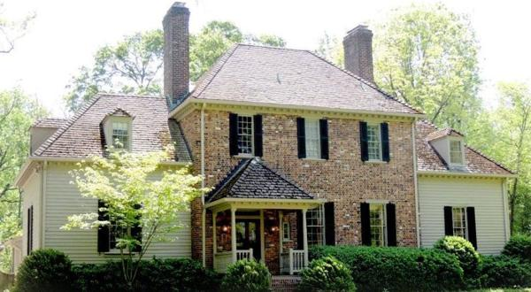 <p>The Oaks, a house in Windsor Farms, has been sold by the Virginia Museum of Fine Arts. Net proceeds from the sale are funding professional development of staff and maintenance of the museum's gardens.</p>