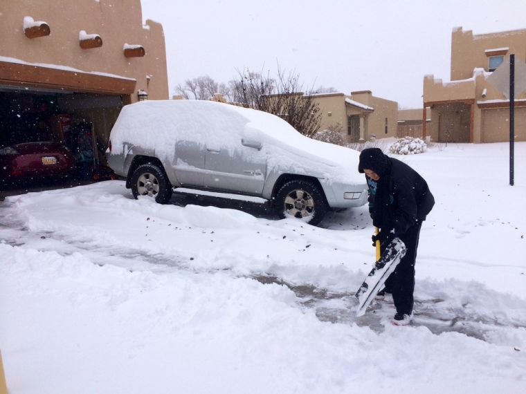Wintry blast hits West, 8 killed; storms head East