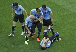 Suarez gives Uruguay 2-1 win over England