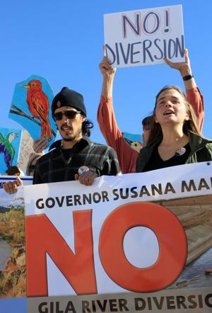 Critics of Gila River diversion rally at meeting