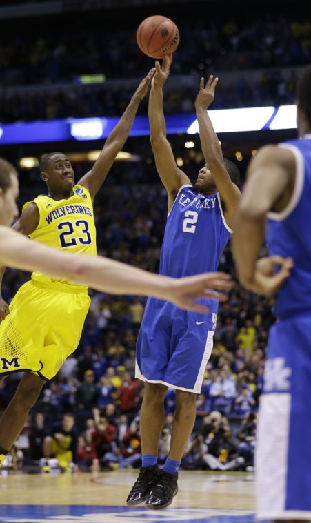 Harrison lifts Wildcats to 75-72 win over Michigan