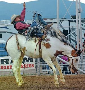 Bareback riders are rarer breed at Rodeo de Santa Fe