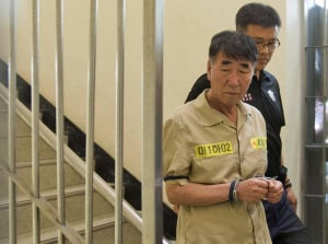 South Korean ferry crew face hostile crowd, judges