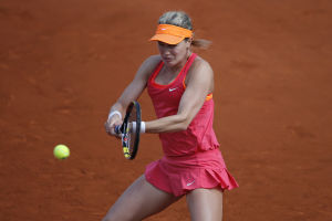 2012 champ Sharapova awaits Halep in French final
