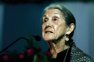 Nadine Gordimer, South African Nobel-winning writer, dies at 90