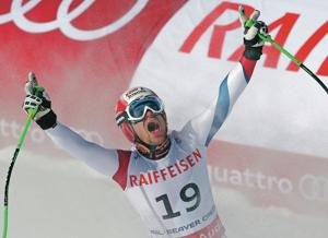 Kueng wins gold in downhill at world championships