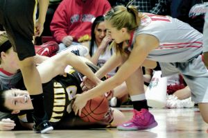St. Michael's grad scores 11 in Lobos women's win over Wyo.