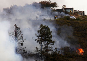 Wildfire destroys Big Sur homes