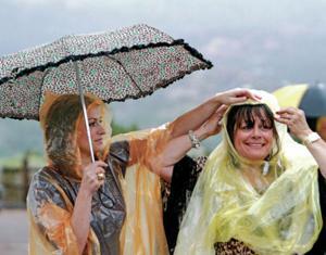 Rain doesn't drown out opera's opening night festivities