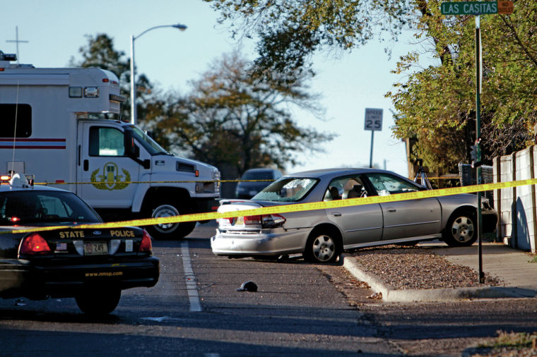 One killed in Santa Fe after early morning police chase