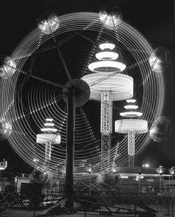 <p>Joe Long: <em>Ferris Wheel</em>, 2014, digital print of a 1949 photograph</p>