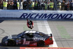 Edwards passes Kyle Busch on last lap to win at Richmond