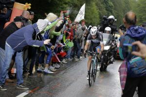 Martin wins Tour 9th stage, Gallopin takes lead