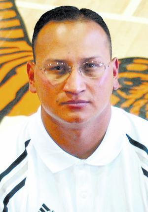 Apodaca hired as Demonettes' head hoops coach