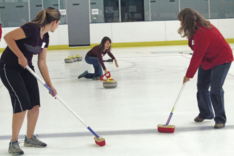 Dozens learn ancient Scottish art of curling at Chavez Center