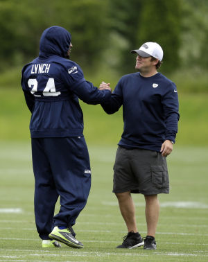 Lynch shows up for Seahawks minicamp